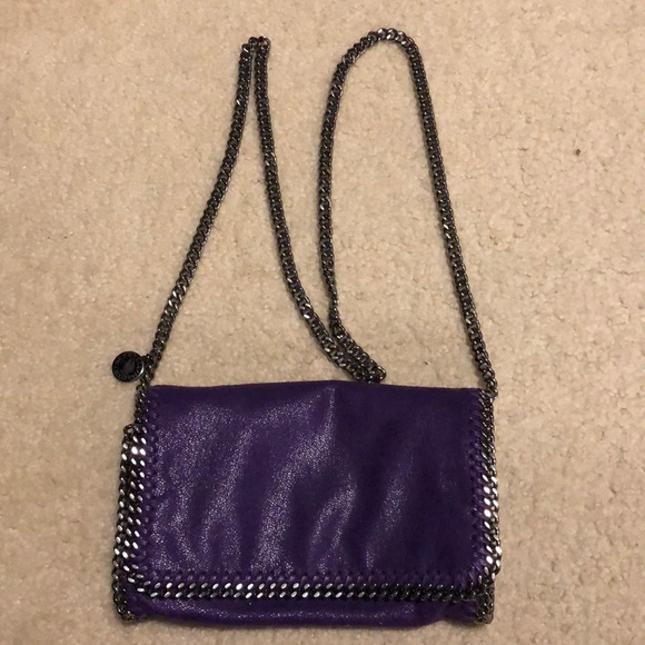 Stella McCartney s Falabella purple bag. M 5a774a495512fd5aaf8c82e2 c2a6a5ff7b822